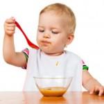 Как научить ребенка самостоятельно кушать?