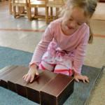Развиваем детей с помощью рамок Монтессори