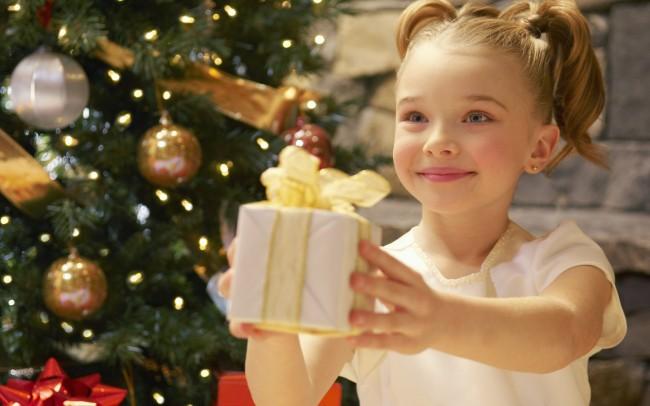 Что подарить ребенку на зимний праздник